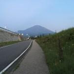オリジナルジグソーパズルを持って、日本一の富士山を登ってきました