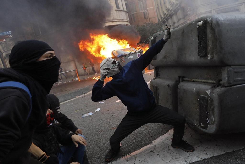 Protestanti in piazza in Catalogna