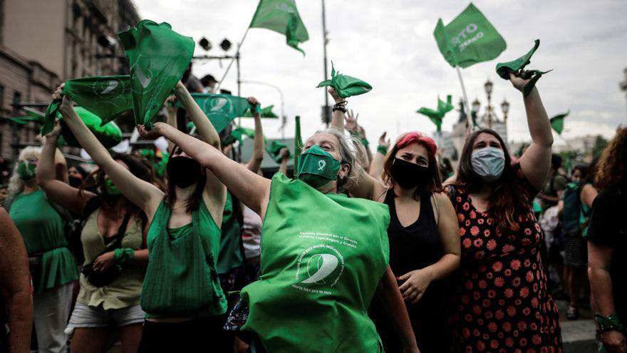 Argentina, dicembre 2020. Manifestanti per il diritto all'aborto. Fonte: Per i diritti umani.