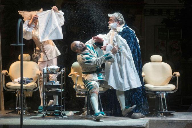 דר' ברתולו לא רוצה להתגלח - מערכה II (צילום: Marcus Liberenz 2013 - מתוך הפקת האופרה הגרמנית בברלין)