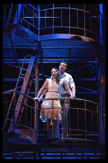 הדואט של טוני ומריה בסצנת המרפסת (צילום - יוסי צבקר)