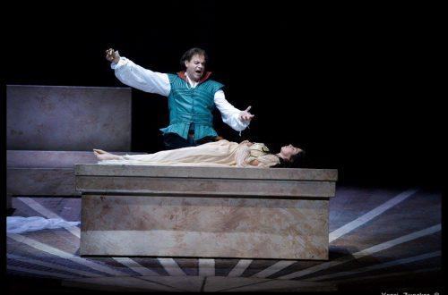 רומיאו מוצא את יוליה בקבר - מערכה 5 (צילום: יוסי צבקר)