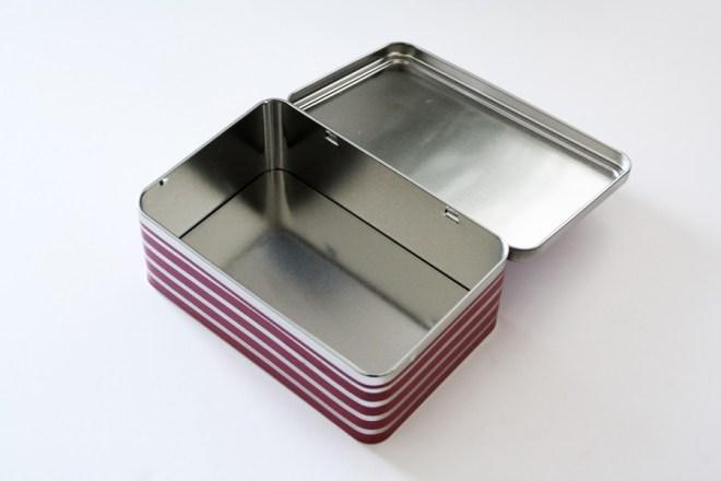 upcycling idee von der keksdose zur diy teebox mit leder details schereleimpapier diy blog. Black Bedroom Furniture Sets. Home Design Ideas