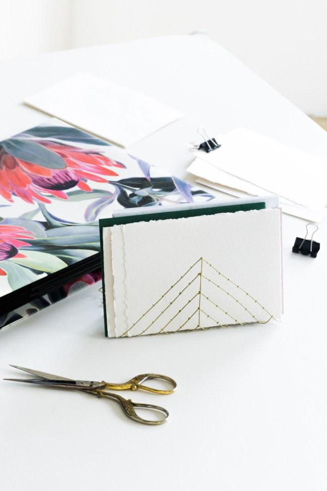 briefhalter selber machen organizer mit protea print. Black Bedroom Furniture Sets. Home Design Ideas