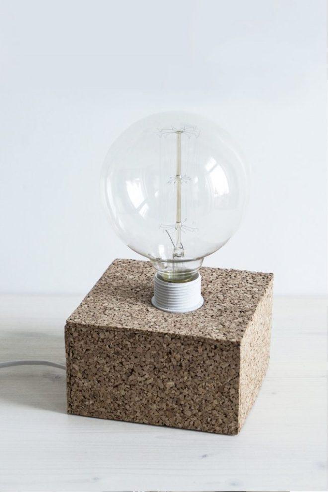schereleimpapier DIY und Upcycling Berlin Vatertagsgeschenke selber machen Tischlampe aus Kork basteln