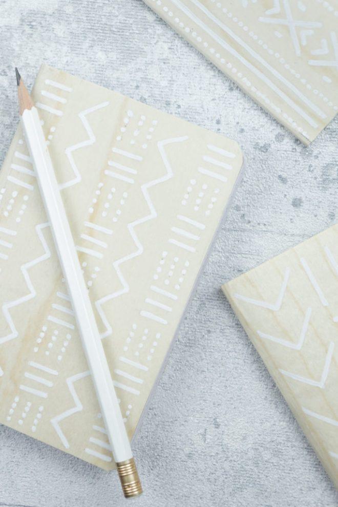 schereleimpapier DIY und Upcycling Blog aus Berlin - kreative Tutorials für Geschenke, Möbel und Deko zum Basteln – DIY Holz Notizbuch gestalten