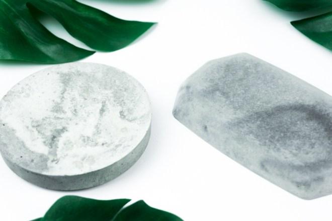 schereleimpapier DIY und Upcycling Blog aus Berlin - kreative Tutorials für Geschenke, Möbel und Deko zum Basteln – Deko aus Beton marmorierte Schmuckplatten