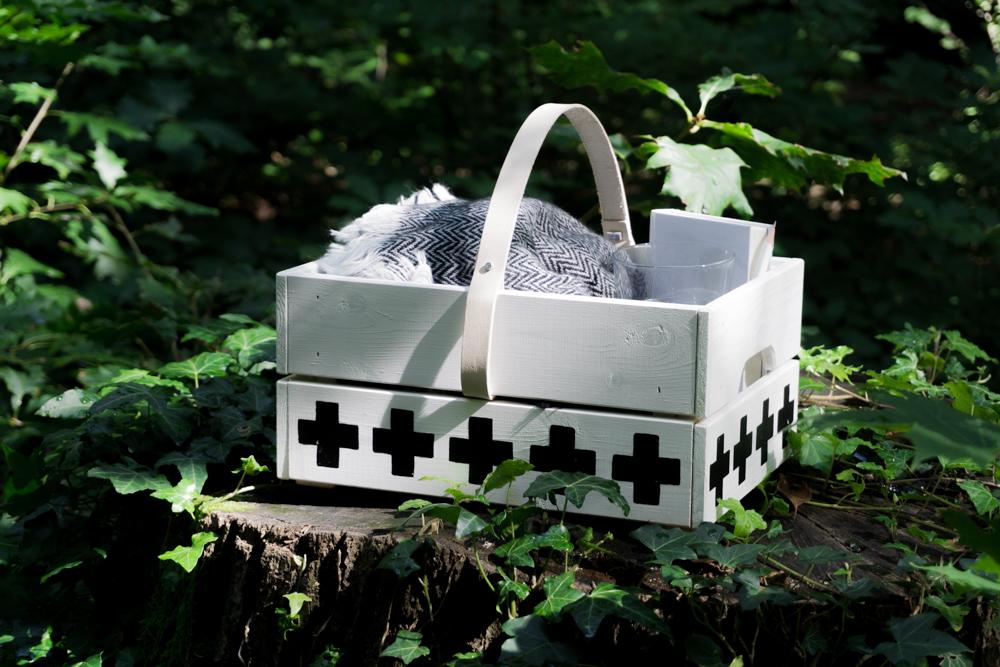 minimalistische beton uhr basteln schereleimpapier diy. Black Bedroom Furniture Sets. Home Design Ideas