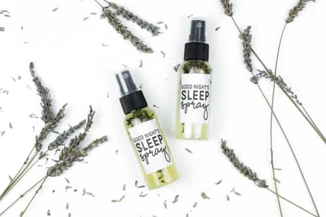 a good night 39 s sleep lavendelspray selber machen schereleimpapier. Black Bedroom Furniture Sets. Home Design Ideas