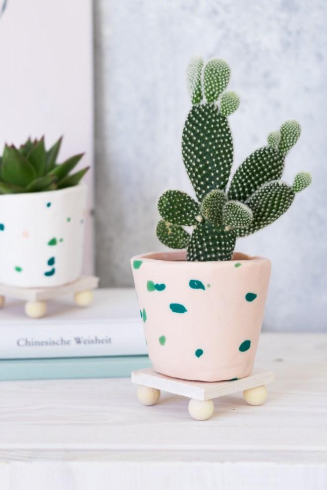DIY FIMO MiniDIY FIMO Mini Plant Stand schereleimpapier DIY Blog kreative Tutorials für DIY Geschenke, DIY Möbel und DIY Deko zum Basteln