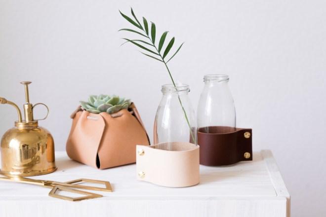 Upcycling DIY Vase selber basteln aus Altglas und Leder schereleimpapier DIY und Upcycling Blog aus Berlin - kreative Tutorials für DIY Geschenke, DIY Möbel und DIY Deko zum Basteln