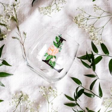 Glas bemalen florale DIY Geschenkidee-schereleimpapier DIY und Upcycling Blog aus Berlin - kreative Tutorials für DIY Geschenke, DIY Möbel und DIY Deko zum Basteln