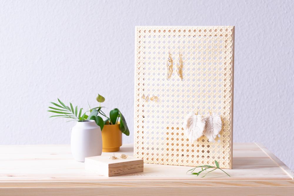 DIY Schmuckständer selber machen aus Holz und Wiener Geflecht -schereleimpapier DIY und Upcycling Blog aus Berlin - kreative Tutorials für DIY Geschenke, DIY Möbel und DIY Deko zum Basteln