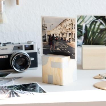 DIY Holz Fotohalter selber machen schereleimpapier DIY und Upcycling Blog aus Berlin - kreative Tutorials für DIY Geschenke, DIY Möbel und DIY Deko zum Basteln