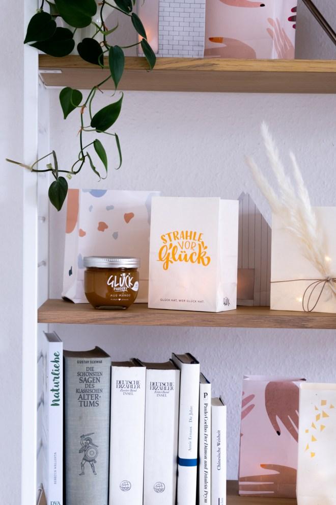 Deko Ideen mit Lichttüten schereleimpapier kreative Tutorials für DIY Geschenke, DIY Möbel und DIY Deko zum Basteln