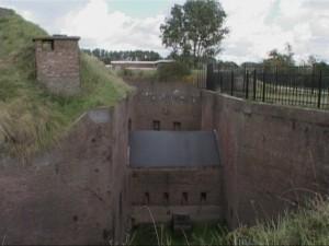 Fort 1881 vindt u aan de Stationsweg 82 in Hoek van Holland.