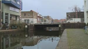 De Ooeivaarsbrug in Schiedam wordt in september gerenoveerd. De pleziervaart vreest grote economische schade.