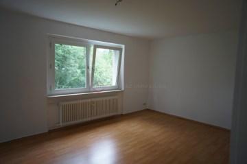 * Großzügige, gut geschnittene 4-Zimmer-Wohnung mit Balkon *, 31848 Bad Münder am Deister, Etagenwohnung