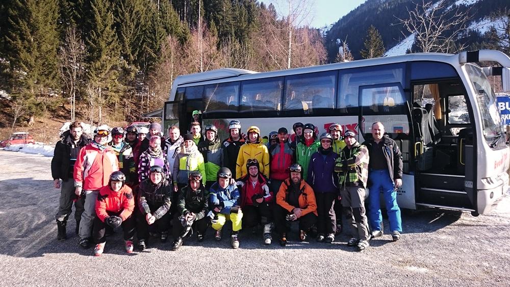 Schinko Skiausflug 2015 - Gruppenfoto der Schinko MitarbeiterInnen beim Skiausflug 2015 in Werfenwengen.