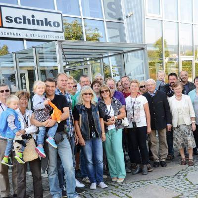 Schinko 25 Jahr Feier - Gruppenfoto von Besuchern des OPEN HOUSE-Tages.
