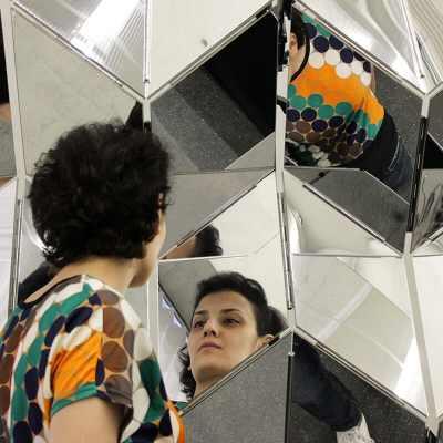 Dynamic Mirror - Close-up