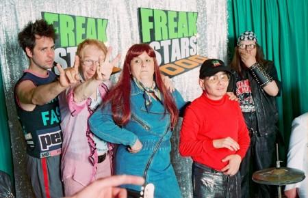 """Aufnahme aus Schlingensiefs mehrteiliger TV-Show """"Freak Stars 3000"""", die 2003 auf VIVA ausgestrahlt wurde"""