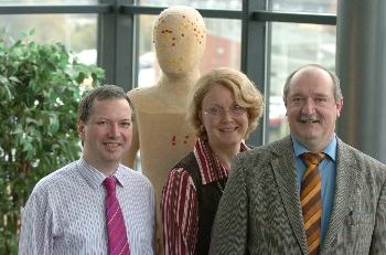 Dr. Müller, Präsident der CSG e.V., Frau Müller und Prof. Göbel (v. rechts n. links) besprechen neue koordinierte Versorgungswege