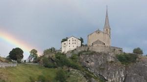 Burgkirche mit Regenbogen