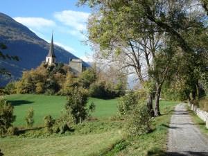 Kulturweg mit Blick auf die Burg