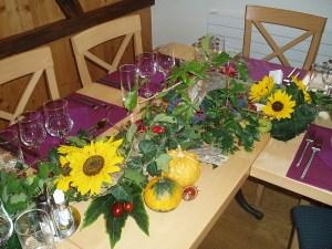 Tisch im Herbst