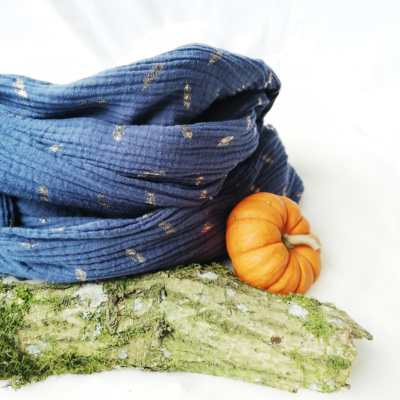 Loop Erwachsene Musselin dunkelblau mit federn