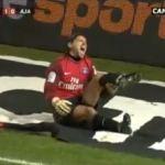 Goalie bricht sich das Bein