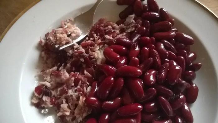 veganer Kidneyburger Bohnen zerdrücken