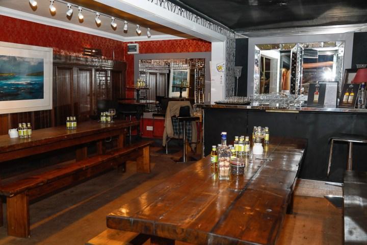 Am Ende des Laufstegs, direkt über der Produktion, im Glashaus, können die Getränke probiert werden.