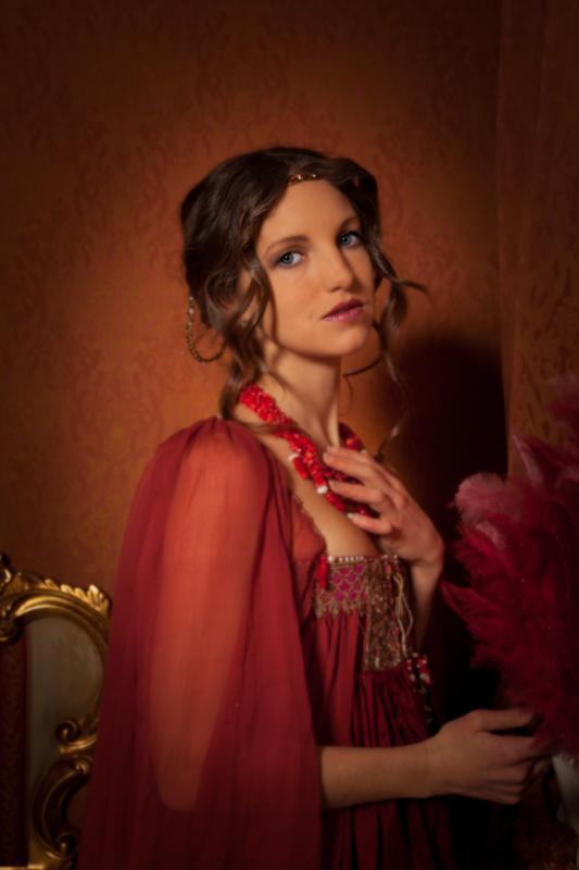 Model Florence auf einem nachbearbeiteten Porträt vom Hotelshooting