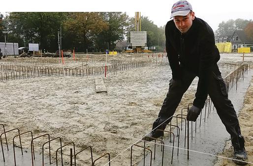 Neue Wohnungen in Edewecht: Für drei Häuser an der Hauptstraße beginnt derzeit die Rohbauphase.