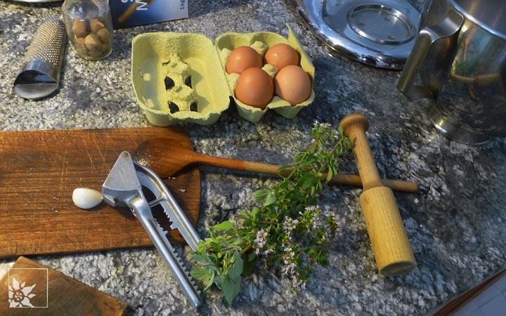 Eier und Kräuter für die Füllung