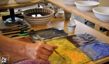 In der Porzellanmalerei