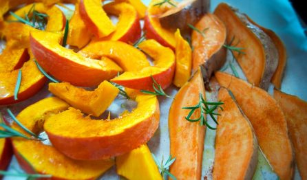 Kürbisspalten für Kürbis-Süsskartoffel-Pommes