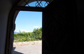 Das Eingangsportal im Hochbrunnerhof
