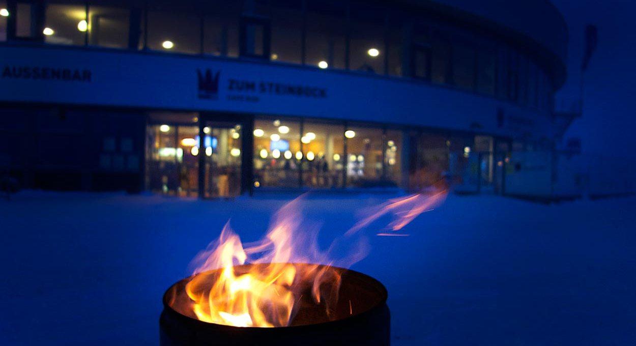 Feuerkübel am Abend