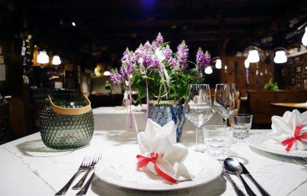 Tisch - Restaurant Onkel Taa