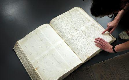 Alte Stoffmusterbücher