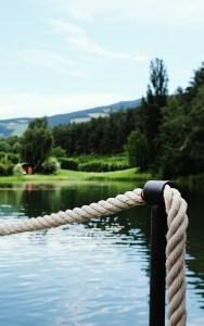Geländer am See