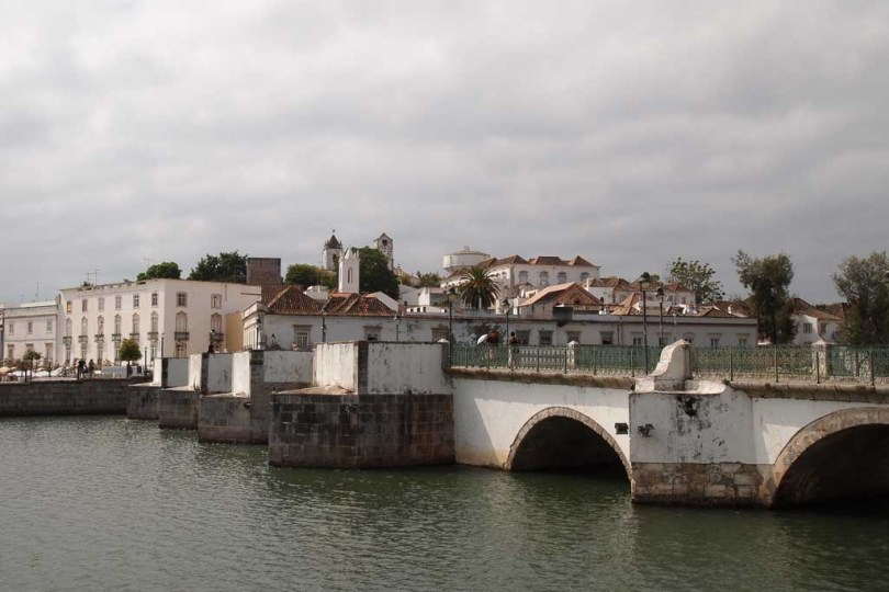 Die Ponte Romana am Fluß in Tavira