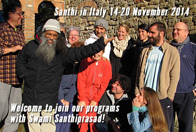 Swami Santhiprasadprasad con gli studenti in Italia