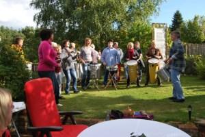 Die Kurtschlager Trommler beim Geburtstagsständchen im Lesegarten, September 2013, Foto: Petra Elsner
