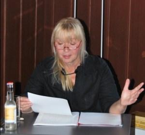 Petra Elsner liest. Foto: Lutz Reinhardt