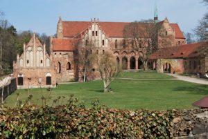 Ein Hauch von Frühling über der hochgotischen Klosteranlage: Eine aktuelle Gesamtansicht von Südwesten her. Foto: Lutz Reinhardt
