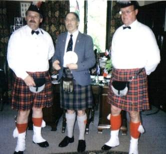 1. Vorstand Ludwig Greiner und Kommandeur Erich Krukenbaum beim Bürgermeister in Perth